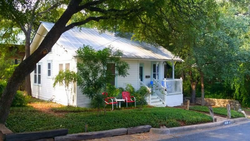 Charming Cottage Great Downtown Location