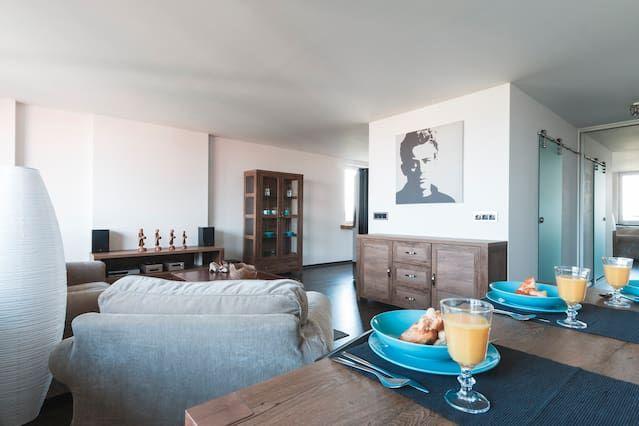 Unterkunft mit Balkon und 1 Zimmer