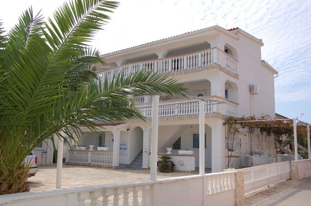 Modernos apartamentos en una zona muy tranquila, ideal para familias con niños, a 50 m de playa