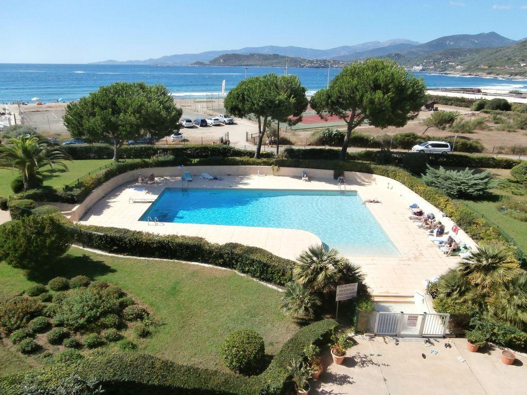 APP 2/6 PERS en residencia con piscina frente a la playa TIUCCIA