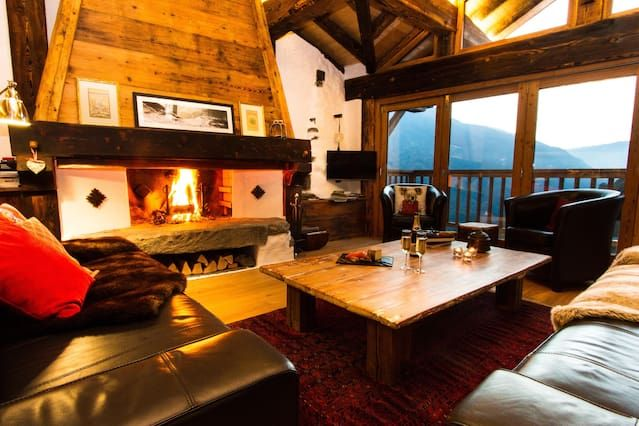 Alpine Ski Chalet Glorious Mountainside Setting