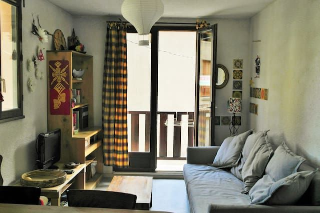 Rustic, studio apartment with superb mountain views just 5 kilometres from 7 ski areas– sleeps 6!