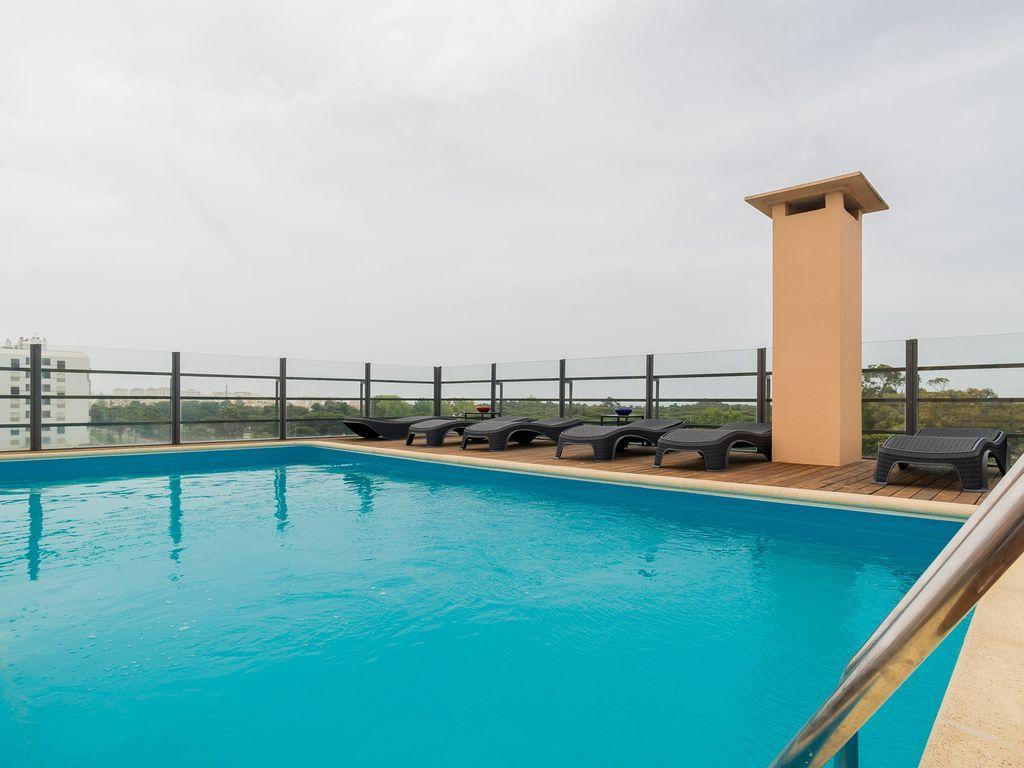 Exclusivo piso con balcón