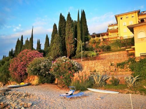 Alojamiento con jardín en Torri del benaco