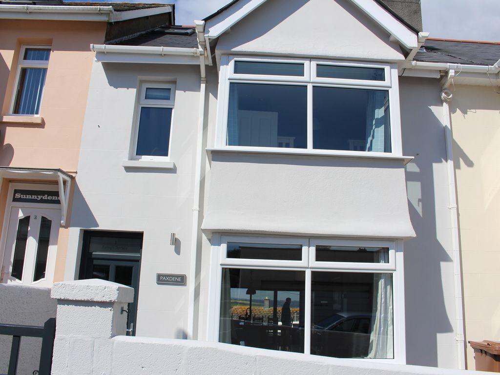Casa dotada de 4 habitaciones