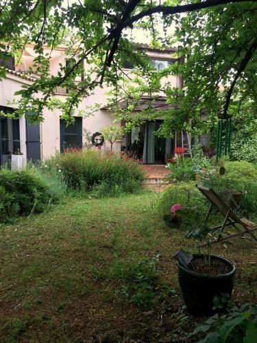 Popular apartamento con jardín