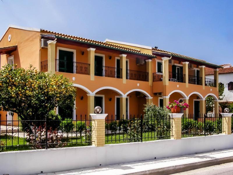 Stavros Apartamentos y estudios en Gouvia cerca de la Marina