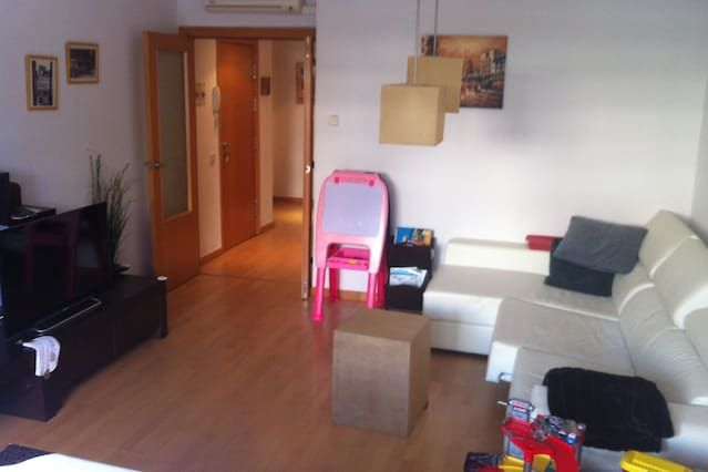 BEAUTIFUL FLAT, IDEAL FAMILIAS, cerca de Barcelona
