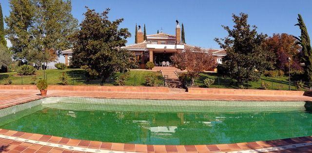 Familiar residencia con piscina
