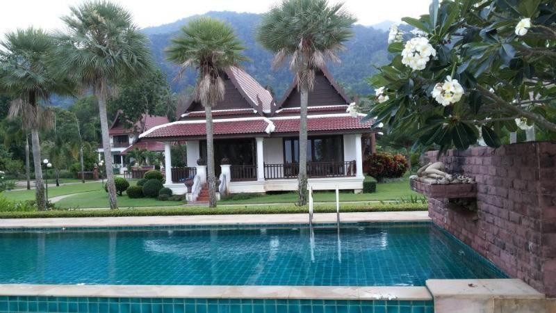 Koh Chang casa frente al mar con piscina