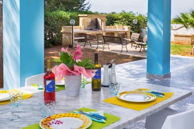 Residencia hogareña con jardín