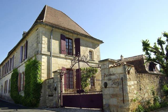 Résidence avec 8 chambres à Villamblard