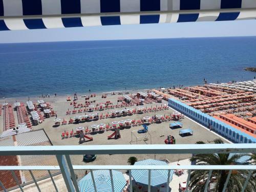 Piso en Albenga con balcón