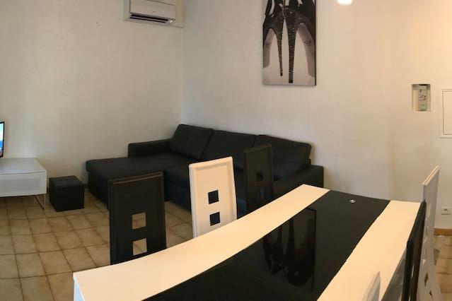Alojamiento de 1 habitación en Camaret-sur-aigues