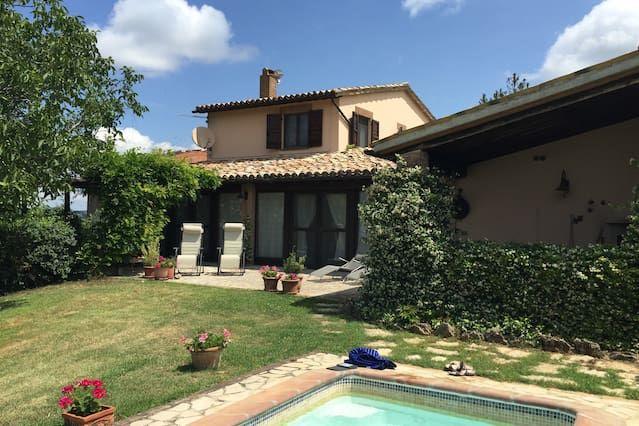 Villa con vistas panorámicas, piscina privada, cocina gourmet, Wifi