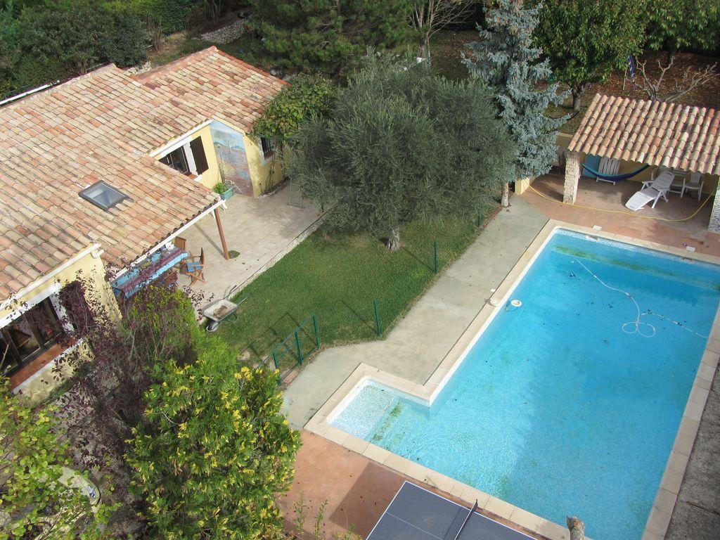 Alojamiento para 8 personas con piscina