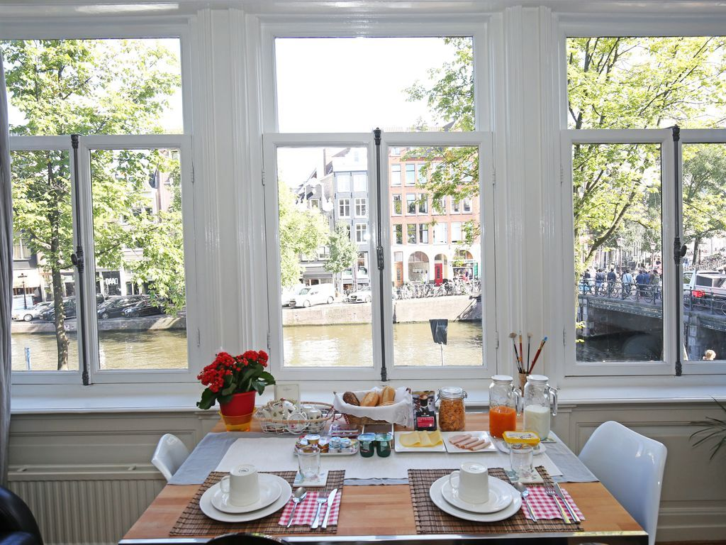 Ideal apartment in Amsterdam with  Bed linen and towels