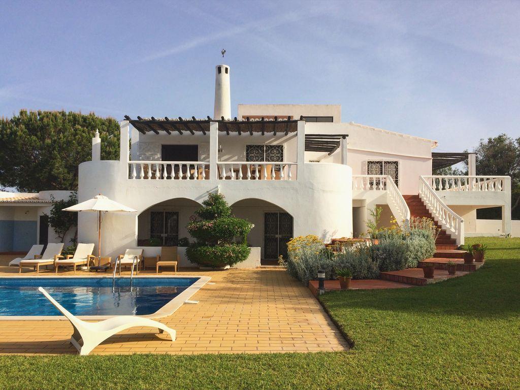 Residencia en Vale de olival con piscina
