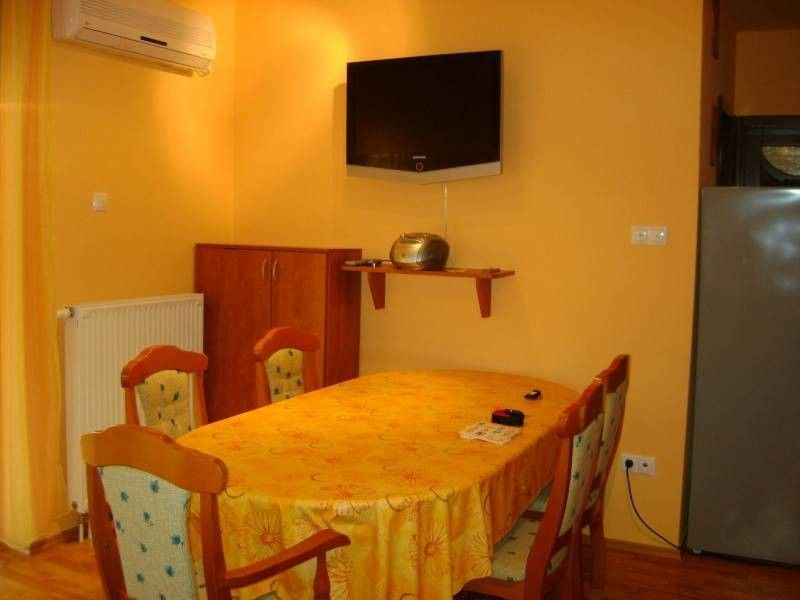 Practical holiday rental with 2 rooms