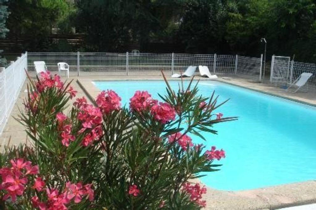 Residencia para 8 huéspedes con piscina