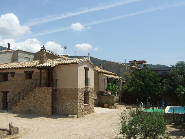 Casa Bernues- completa hasta 18 personas.