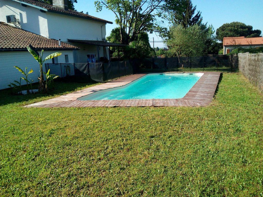 Dotada casa con piscina