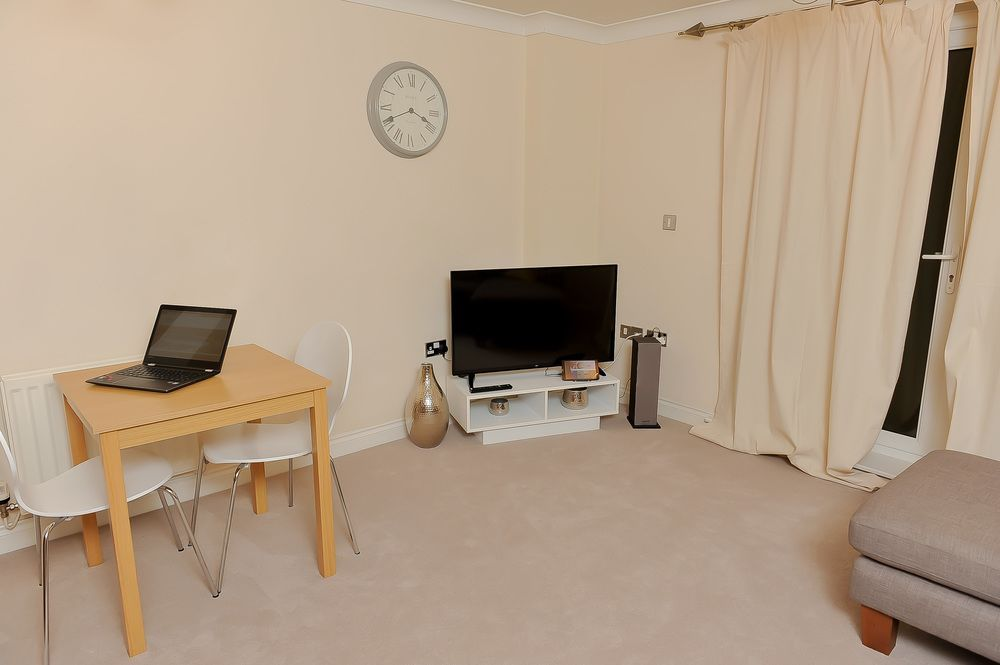 Holiday rental in Reading with parking included