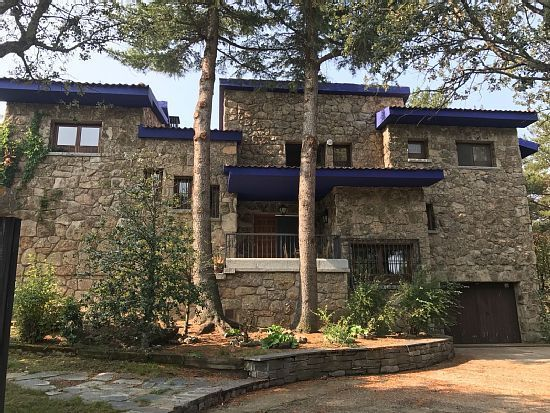 Hogareña vivienda de 9 habitaciones