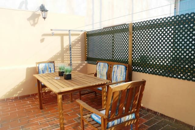Groundfloor house in the town center. Availability for 4 persons + 1 extra bed.