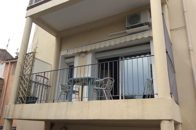 T2 bis 51m2 toda comodidad terraza y aparcamiento privado.