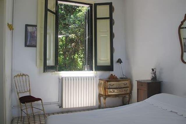HT FLO 3 - Tranquila habitación privada en Apartamento compartido, a 10 km del Centro
