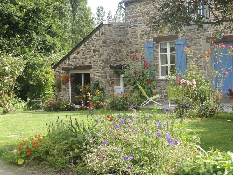 Estudio contemporáneo con jardín