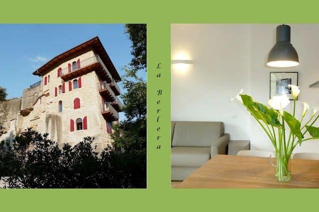 Riva d / G - LA Berlera. A 3 km del lago de Garda. Aparcamiento y jardín privado.