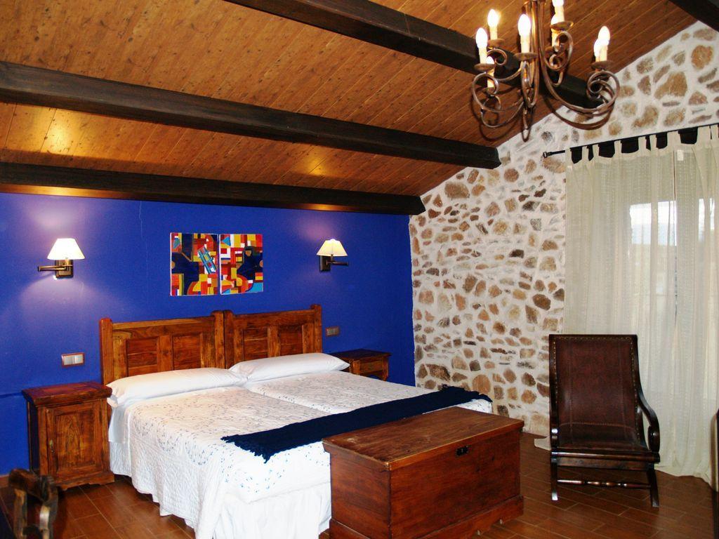 Alojamiento en Galinduste de 6 habitaciones