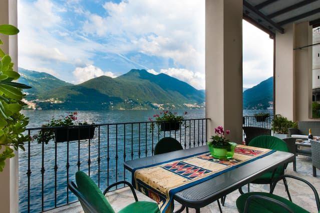 Terrace directly on Lake Como