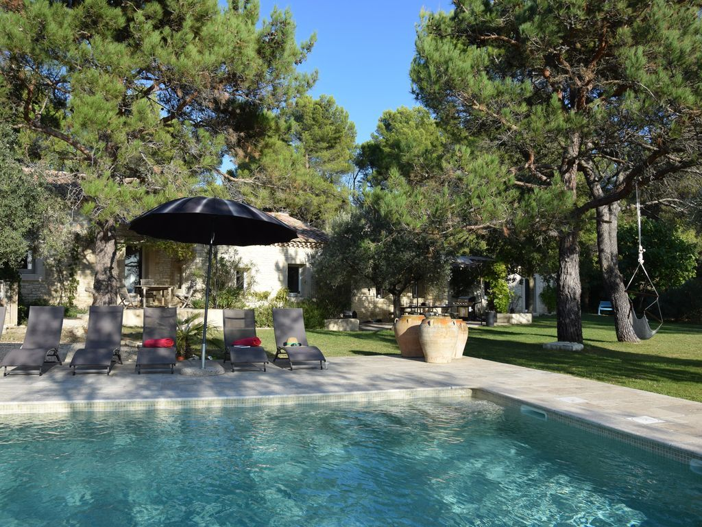 Residencia con piscina de 4 habitaciones
