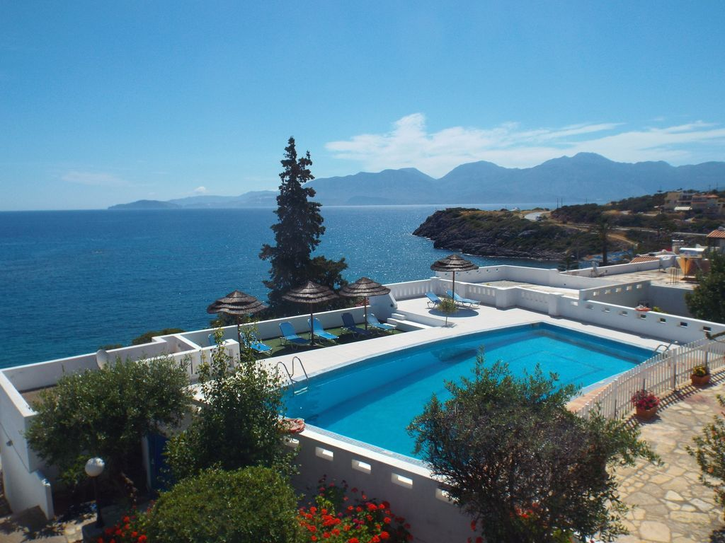 Apartment with swimming pool in Agios nikolaos