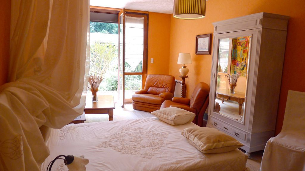 Apartment with private parking in villa in Bayonne