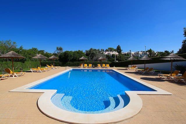 2 dormitorios, casa de pueblo, para 6 personas, piscina comunitaria grande, a 5 minutos andando de la playa