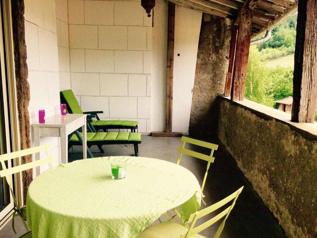 Ir de tierra Cathare- casa vieja cafetería de madera decimoséptimo