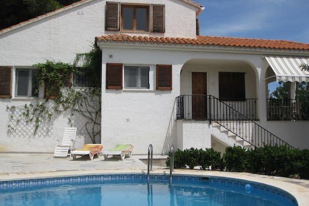 Villa con jardin y piscina privada