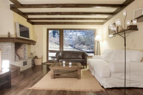 Equipada residencia con balcón