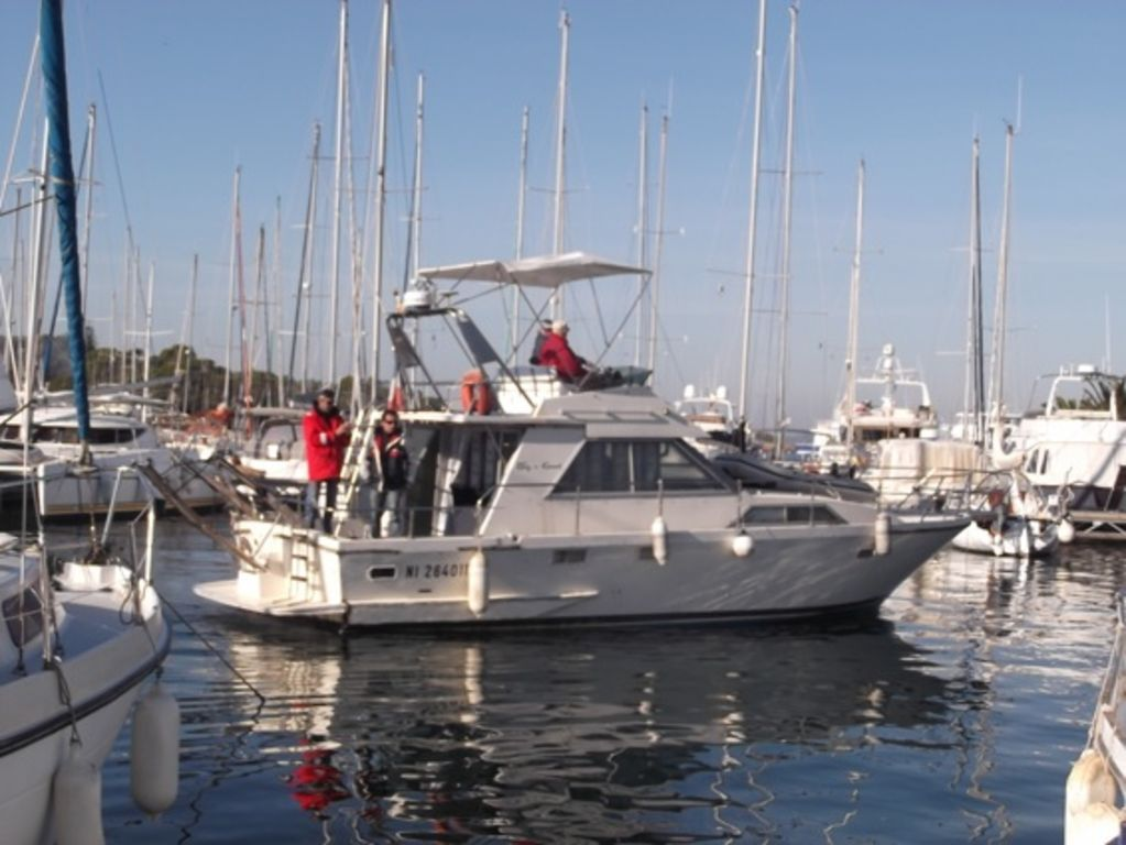 PORQUEROLLES - alquiler de barcos muelle