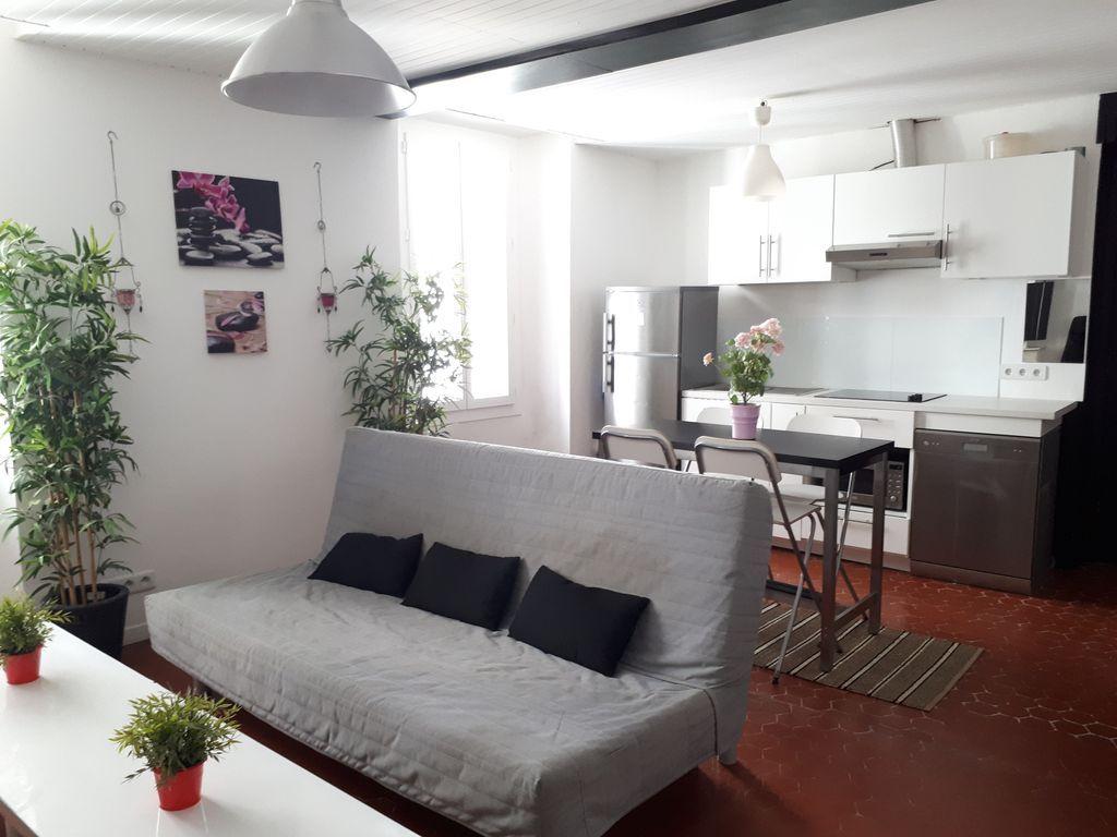 bonito apartamento renovado en el mar cerca del puerto