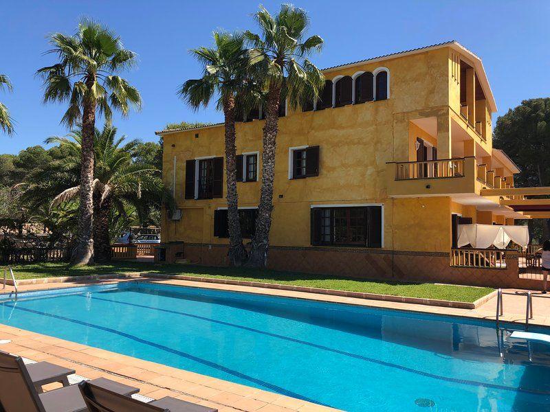 Alojamiento de 10 habitaciones con balcón