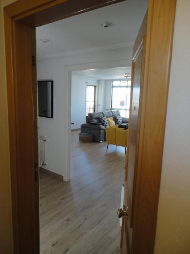Panorámico apartamento con balcón