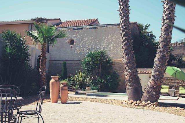 Casa corazón del pueblo, con un poco de encanto Patio - jardín - piscina - garaje