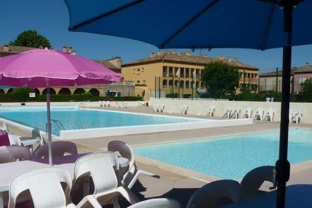 Logement avec piscine