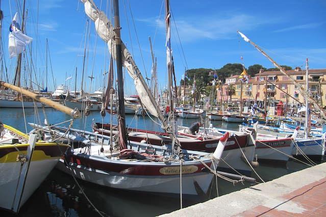 Logement à Sanary-sur-mer avec parking