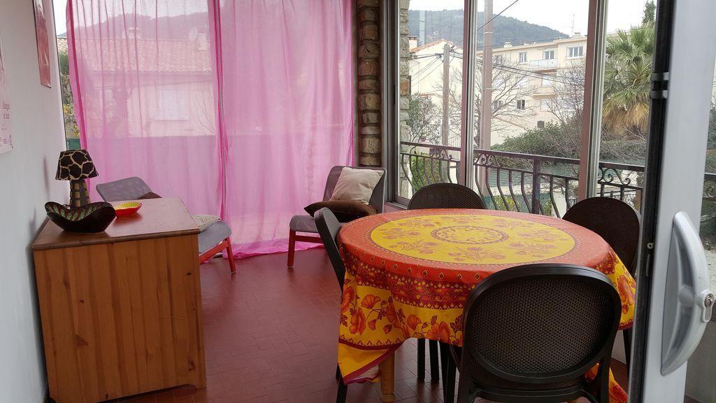 Alojamiento de 2 habitaciones con jardín